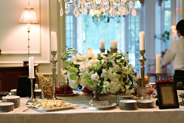 Elegant-White-Orchid-Rose-Centerpiece
