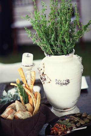 Herb-Centerpiece-in-Pottery