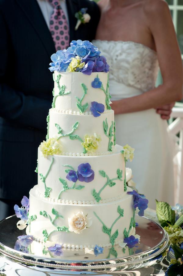 Blue and green garden style wedding cake elizabeth anne for Garden wedding cake designs