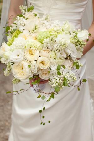 White-Romantic-Rustic-Bouquet
