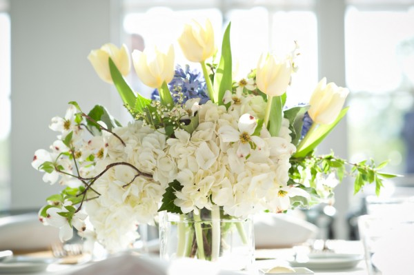 White-Tulip-and-Hydrangea-Centerpiece
