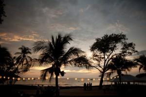 Beach-Hanging-Paper-Lanterns