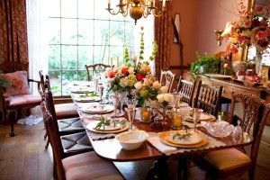 Gold-Coral-White-Elegant-Table