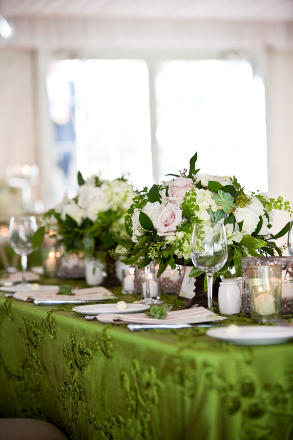 Kelly-Green-White-Wedding-Tablescape