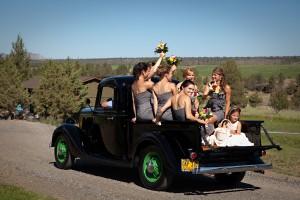 Vintage-Car-Bridal-Party