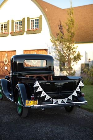 Vintage-Car-Just-Married-Sign