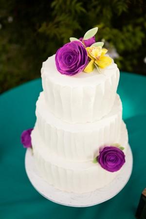 White-Wedding-Cake1