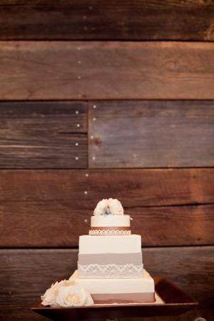 Lace-Decorated-Wedding-Cake