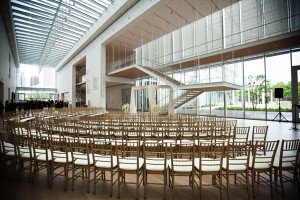 Modern-Architectural-Black-and-White-Museum-Wedding-by-Garbo-Productions-3