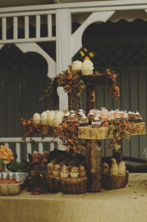 6-Interesting-Natural-Tree-Trunk-Cupcake-Stand