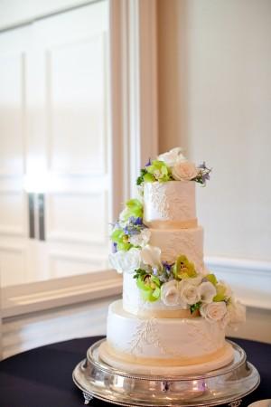 Elegant-White-Wedding-Cake