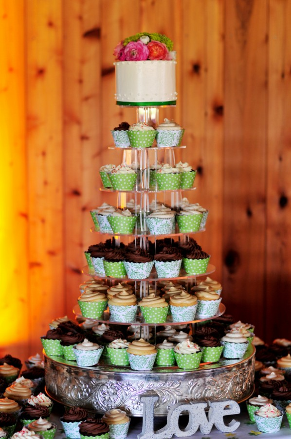 Green-Brown-Wedding-Cupcakes