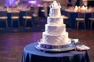 Modern-Elegant-White-Wedding-Cake