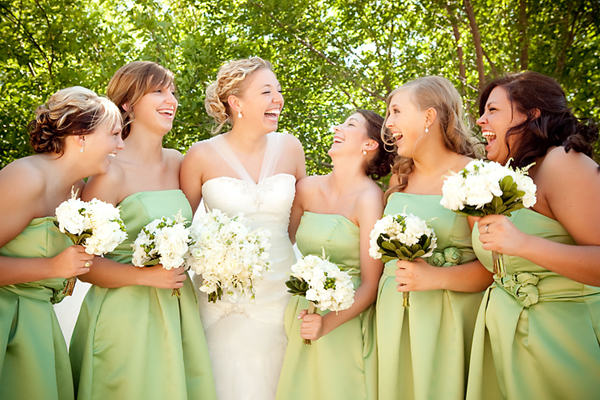 VD_Jena_and_Bridesmaids_Laughing