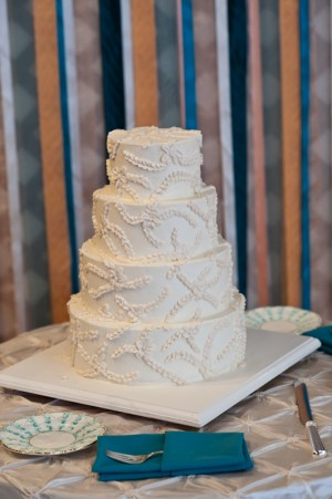 White-Icing-Flower-Cake-1