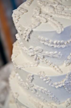 White-Icing-Flower-Cake-2