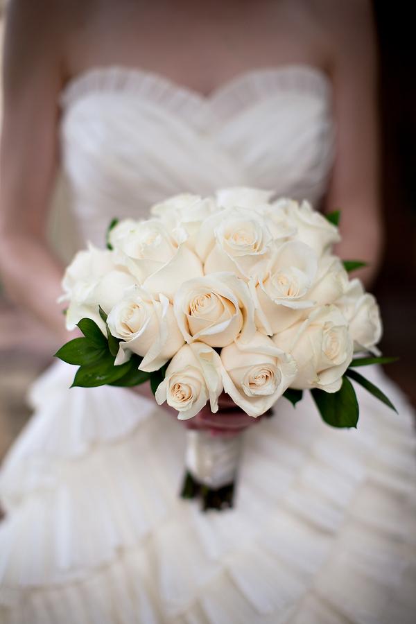 Белый свадебный букет невесты запорожье