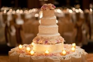 White-Rose-Wedding-Cake-3