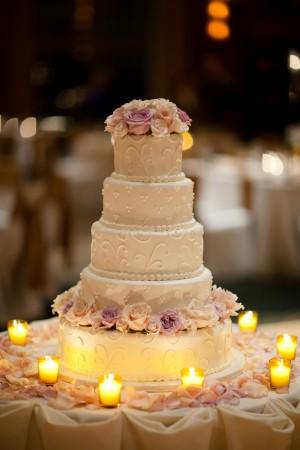 White-Rose-Wedding-Cake