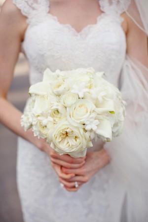Pretty-White-Wedding-Bouquet