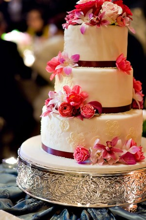 Romantic-Ivory-and-Pink-Wedding-Cake
