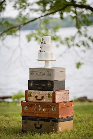 Vintage-Luggage-Cake-Stand