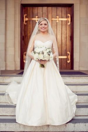Classic-Elegant-Sweetheart-Wedding-Gown