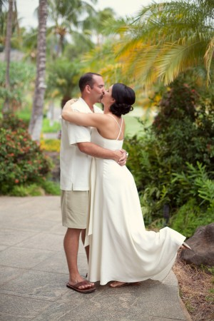 Colorful-Hawaiian-Destination-Wedding-by-Sara-Gray-Photography-6