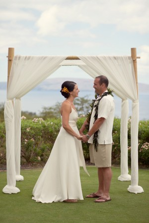 Colorful-Hawaiian-Destination-Wedding-by-Sara-Gray-Photography-8