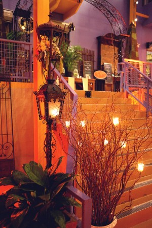 Curly-Willow-and-Lantern-Wedding-Decor