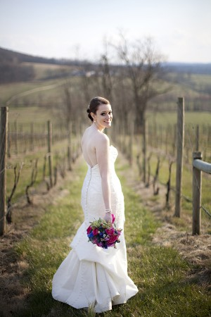 Hot-Pink-and-Blue-Virginia-Vineyard-Wedding-by-Kristen-Gardner-2