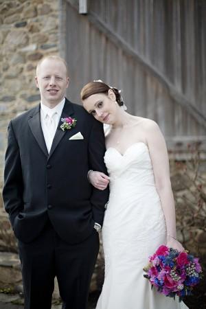 Hot-Pink-and-Blue-Virginia-Vineyard-Wedding-by-Kristen-Gardner-3