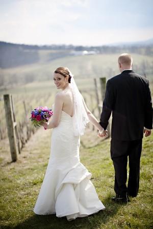 Hot-Pink-and-Blue-Virginia-Vineyard-Wedding-by-Kristen-Gardner-4