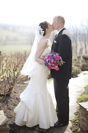 Hot-Pink-and-Blue-Virginia-Vineyard-Wedding-by-Kristen-Gardner-8
