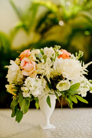 Pink-and-White-Mlk-Glass-Centerpiece