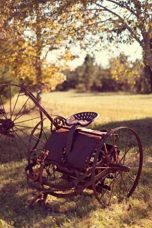 Rusty-Rustic-Vintage-Tractor