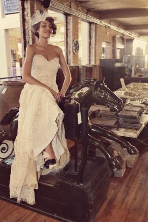 Vintage-Carousel-Horse-Wedding-Portraits