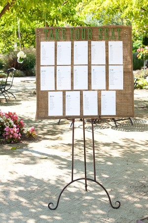 Burlap-Wedding-Reception-Table-Seating