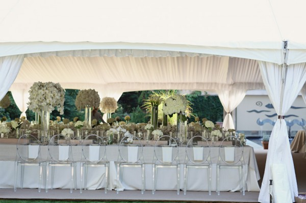 Elegant-Natural-White-Tablescape-with-Ghost-Chairs