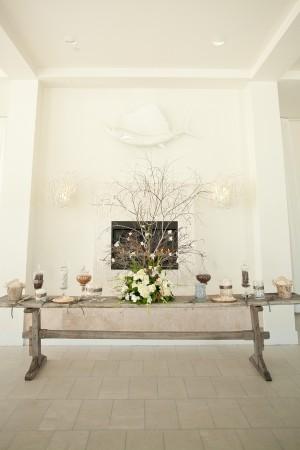 Elegant-Wood-Dessert-Table