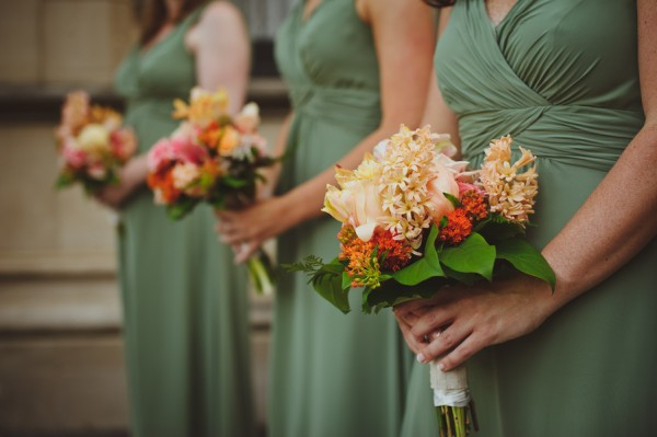 Sage-Bridesmaids-Peach-Bouquets
