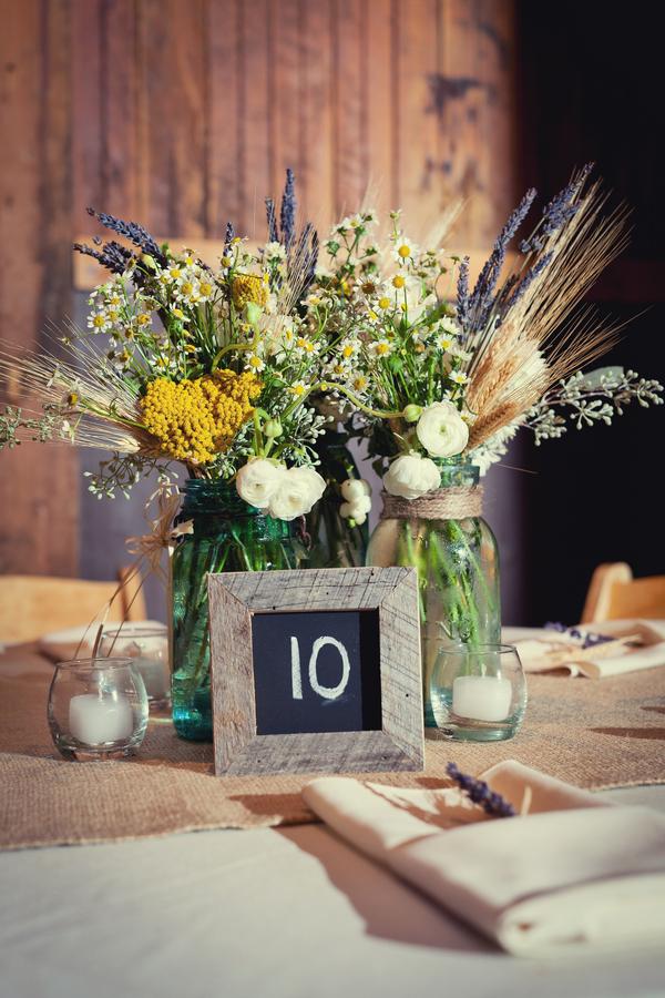 Wheat-and-Wildflower-Centerpiece-in-Mason-Jar