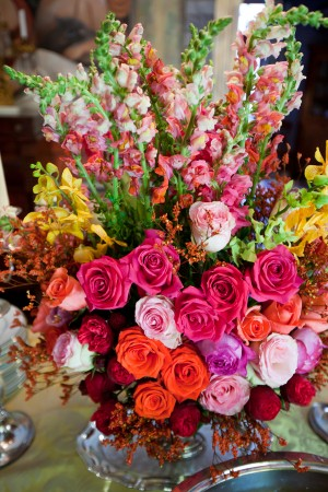 Large-Colorful-Rose-and-Snapdragon-Centerpiece
