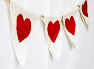Natural-Burlap-Heart-Bunting-Garland