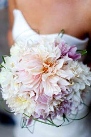 Pale-Pink-and-Lavender-Dahlia-Bouquet