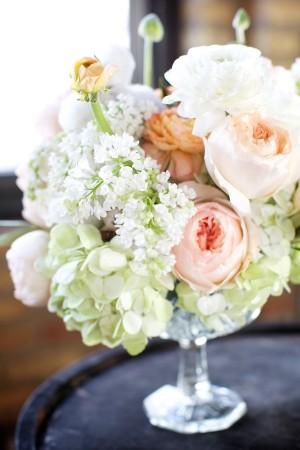 Soft-Green-Hydrangea-Peony-Ranunculus-Centerpiece