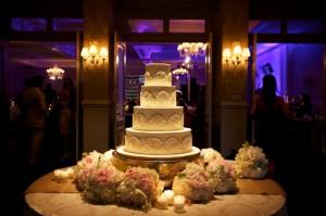 White-Lace-Wedding-Cake