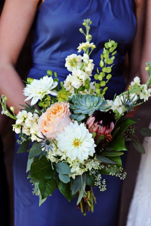 Wild-Bouquet-with-Succulents-and-Dahlias