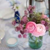 clover-and-ranunculus-centerpiece