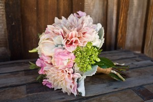 salmon-peach-and-pink-dahlia-bouquet